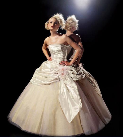 Vestiti da sposa avorio e rosso  Blog su abiti da sposa Italia