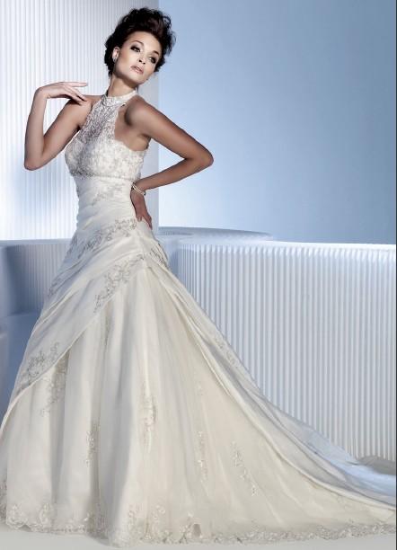 pizzo abiti da sposa elegantissimi e particolari per una giornata da sogno b6fc32fb2c3