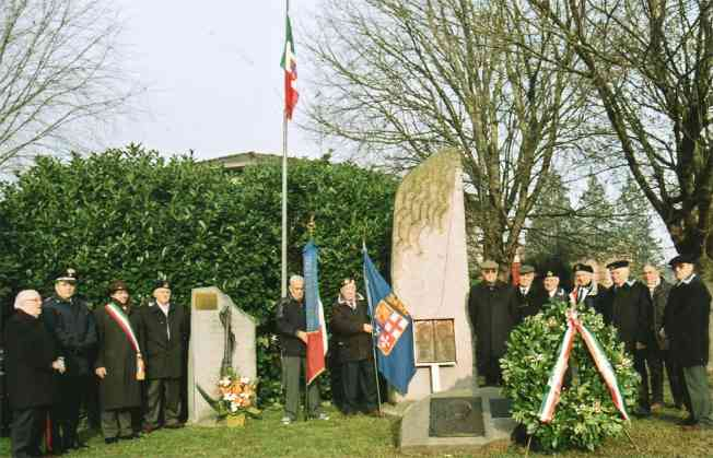 Alza Bandiera presso il Monumento al Marinaio aColorno 2009