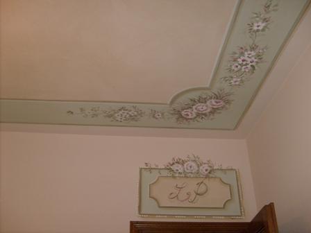 particolare soffitto con sovrapporta