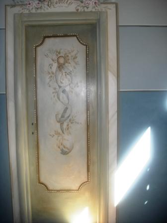 porta con finitura spatolata e decorata