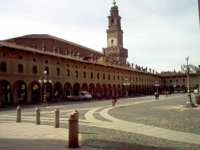 Piazza Ducale e Torre del Bramante
