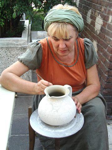gli artisti: la ceramista e il vasaio