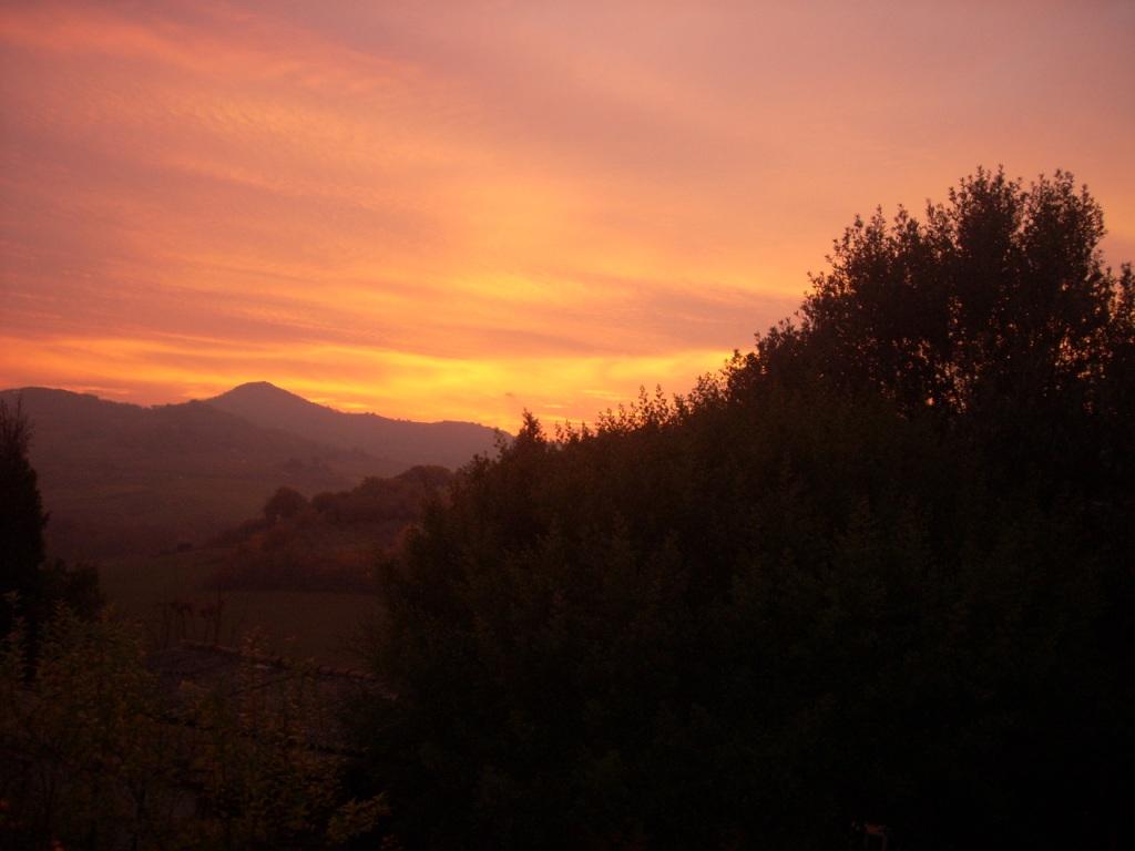 tramonto dietro poggio totona
