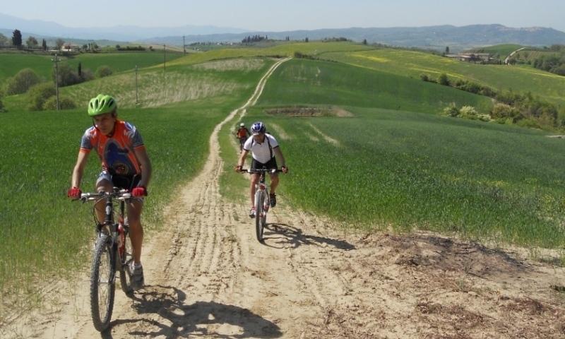 strada di campo in cresta alle crete