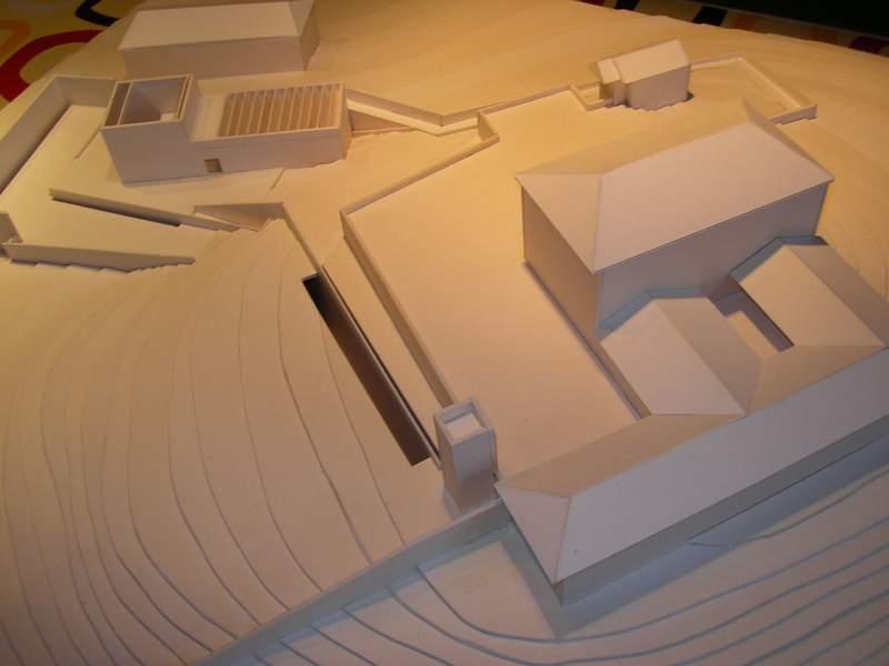 modello in cartonlegno con curve di livello scala 1:500