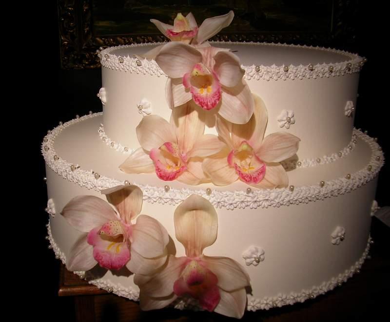 torta due piani con orchidee