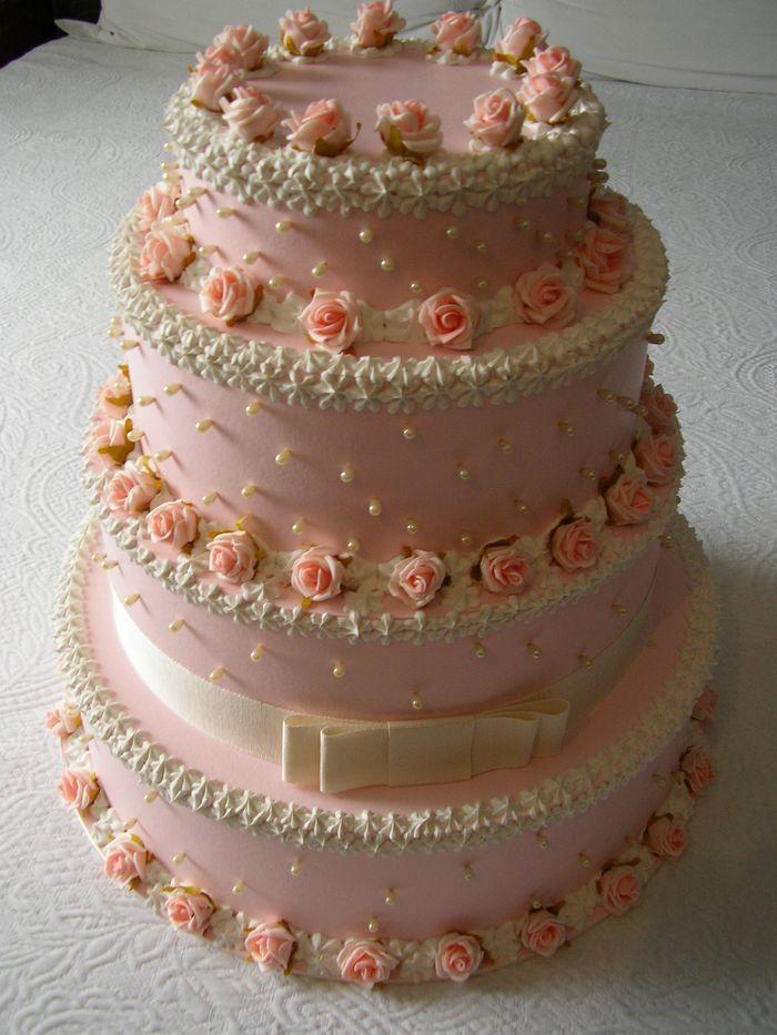 torta a 4 piani rosa