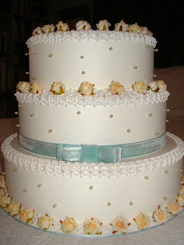 torta con roselline e perle