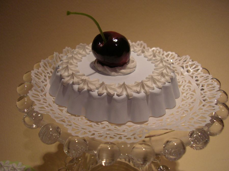 tortina azzurra con ciliegia