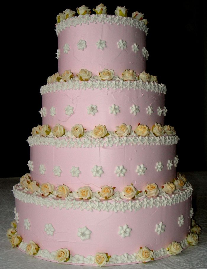 torta a 4 piani rosa spatolata