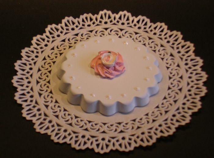 tortina azzurra con glitter e rosellina