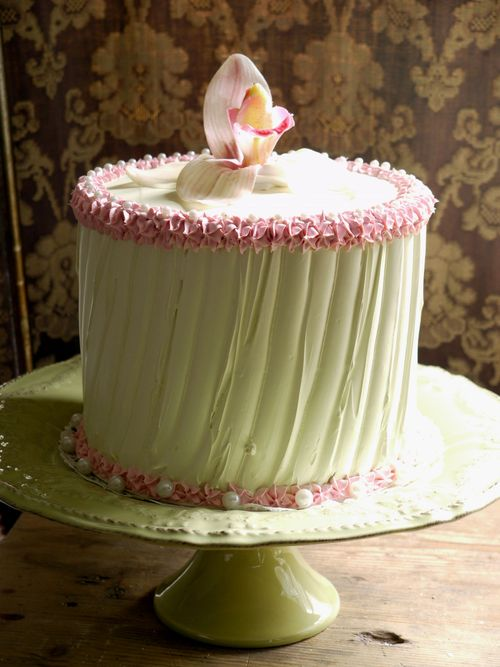 torta verde acido chiaro con orchidea