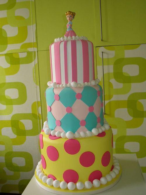 Torta finta 3  piani con Cenerentola rosa