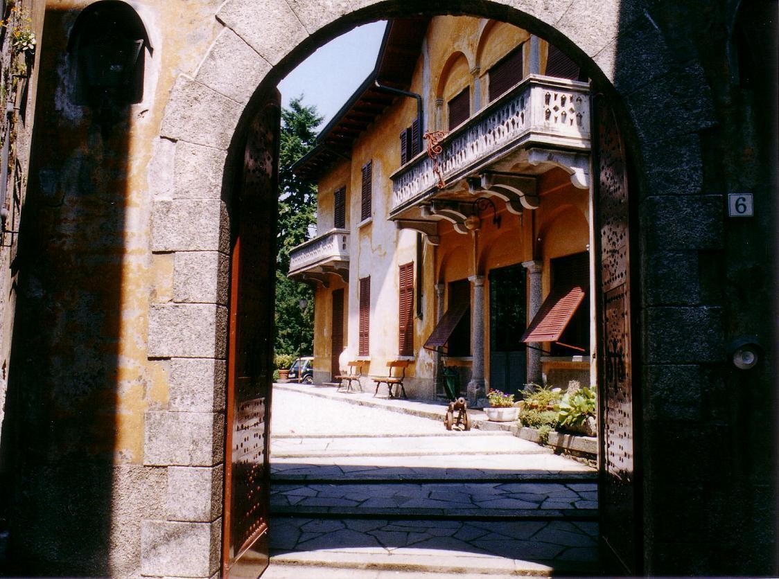 il portale d'ingresso alla villa